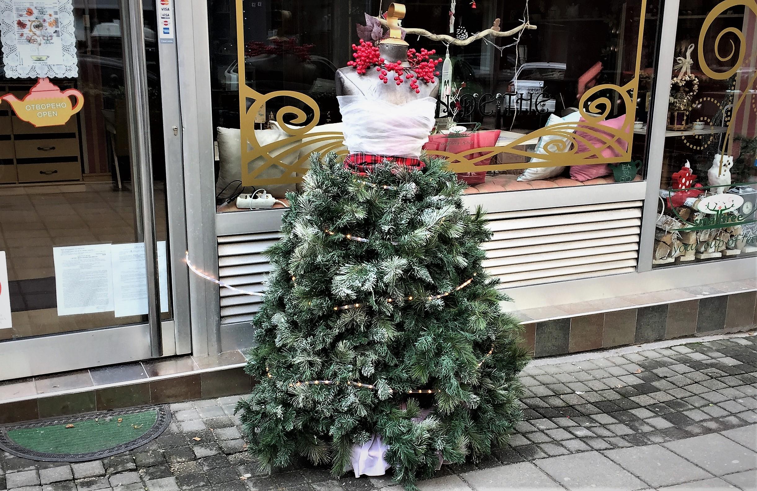 Weihnachtskleider sind auch kopflos zu haben.