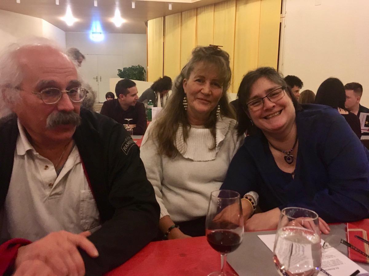 René, Brigitta und Ursula (von links) geniessen den Abend.