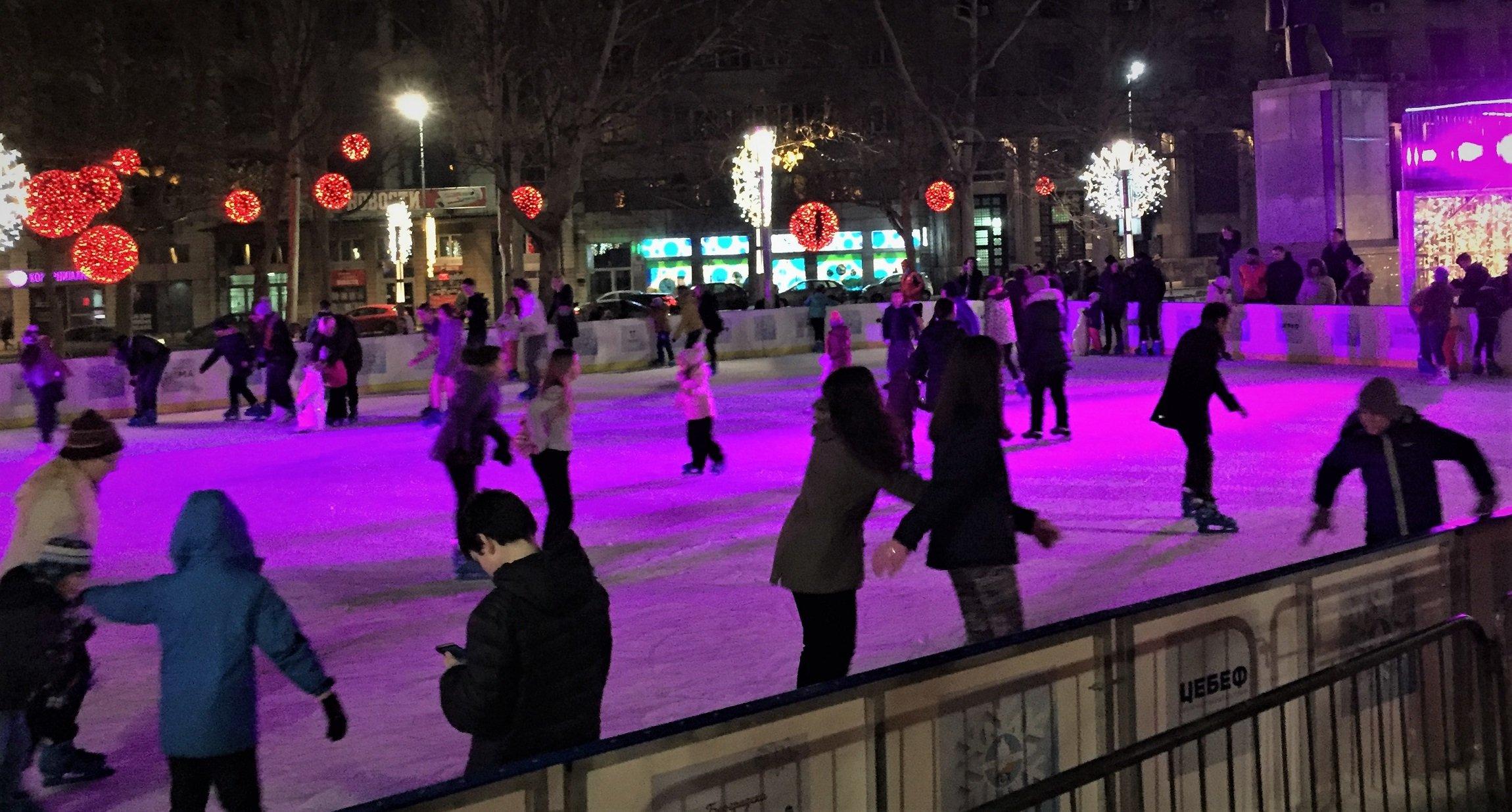 Fehlt nur noch das KKL: Eislaufen in Belgrad.