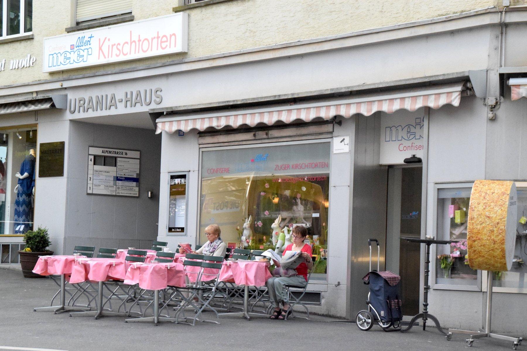 Confiserie Albert Meier im Urania Haus beim Bahnhof Zug.