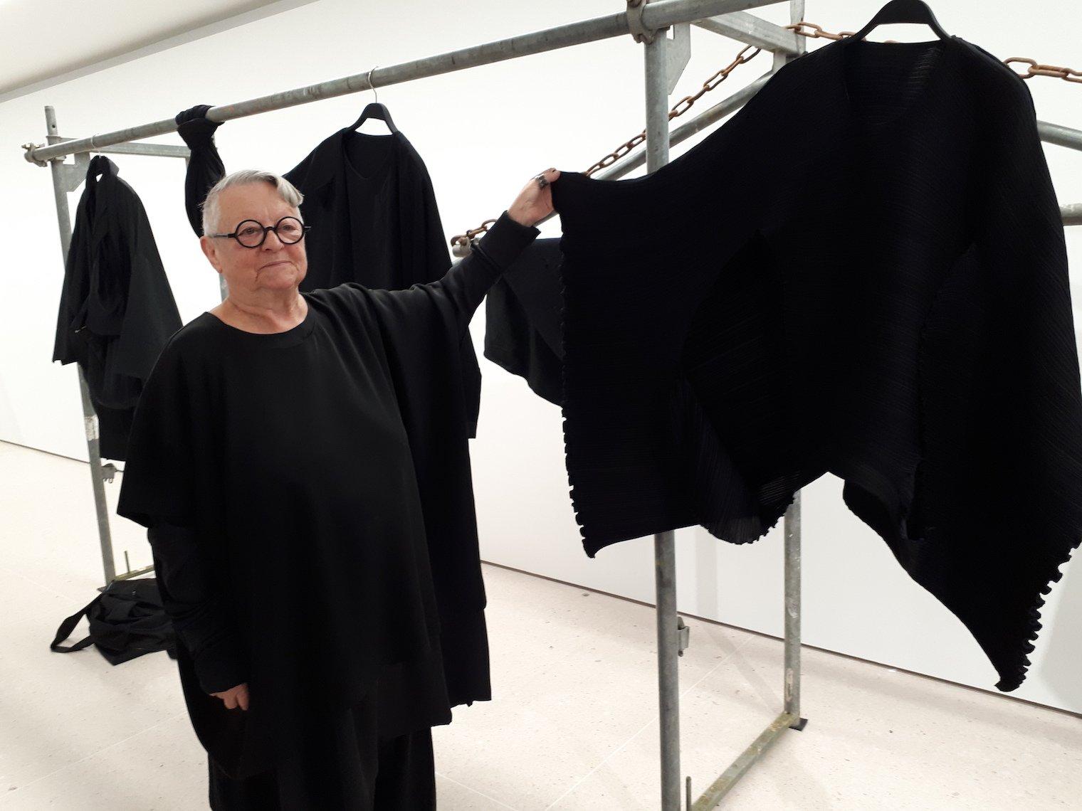 Christa de Carouge vor der Eröffnung ihrer Ausstellung im Zuger Kunsthaus, die noch bis zum 18.Februar zu sehen ist.