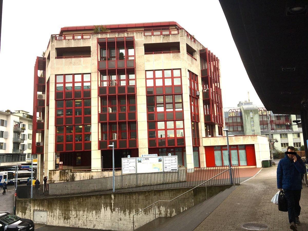Zentrale Lage beim Bahnhof: Das neue Arzthaus ist in der ehemaligen Post im Erdgeschoss dieses Gebäudes eröffnet worden.