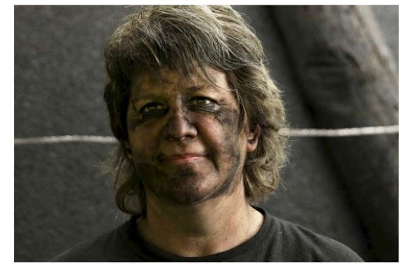 Doris Wicki ist die einzige Köhlerin in einem männerdominierten Feld.