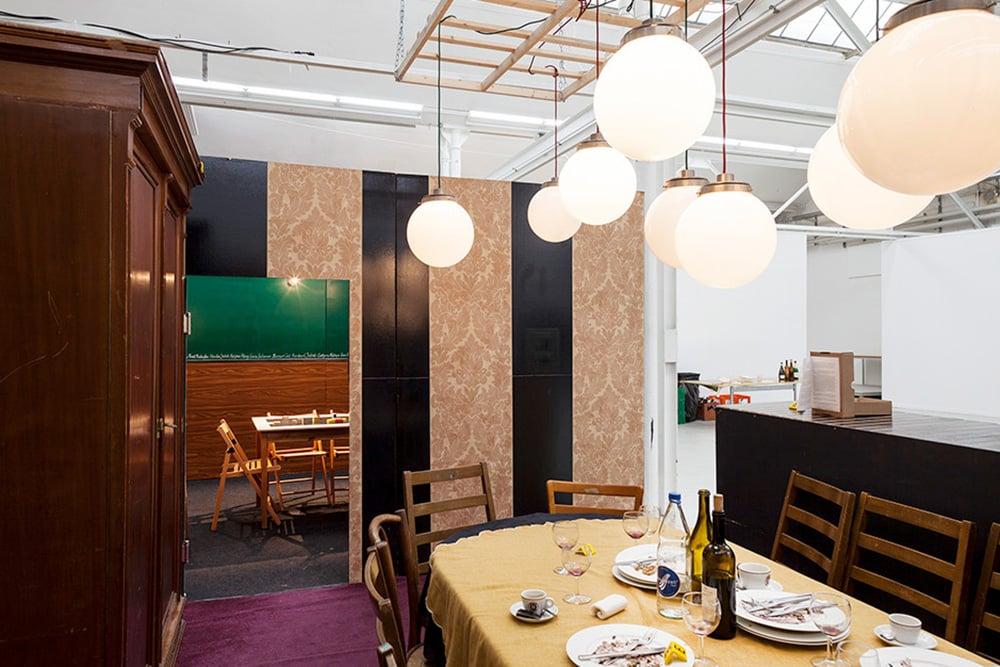 Das Vereinslokal Utopia aus einer älteren Vorführung – bald wird die Installation im Kunstmuseum aufgebaut.