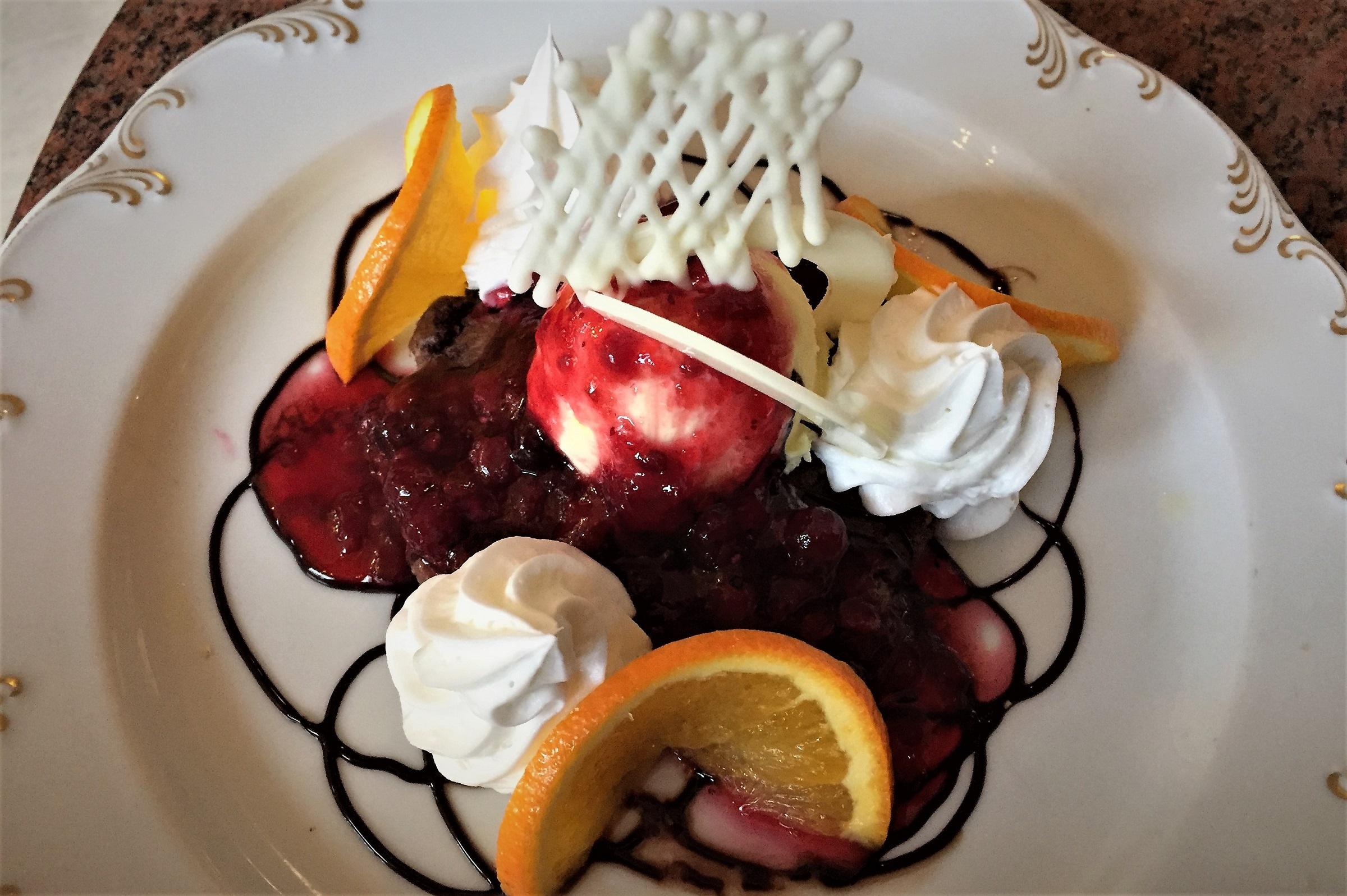 Leckere Desserts in gediegener Atmosphäre im Hotel Moskau.