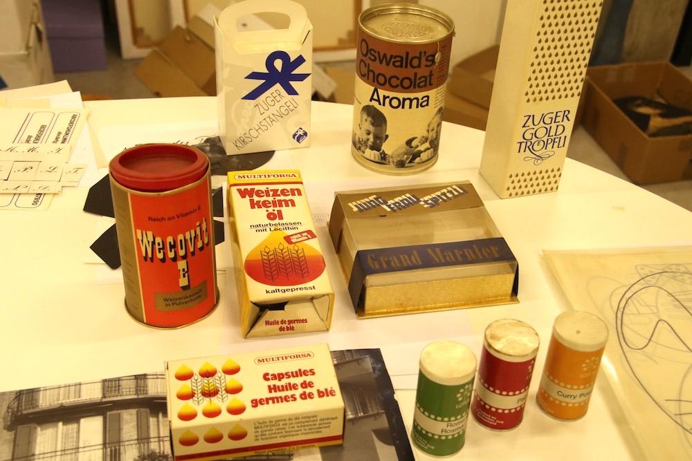 Schachteln und Büchsen mit designten Logos und Schriften: Unter anderem auch für Oswald, Multiforsa und die Speck-Confiserie.