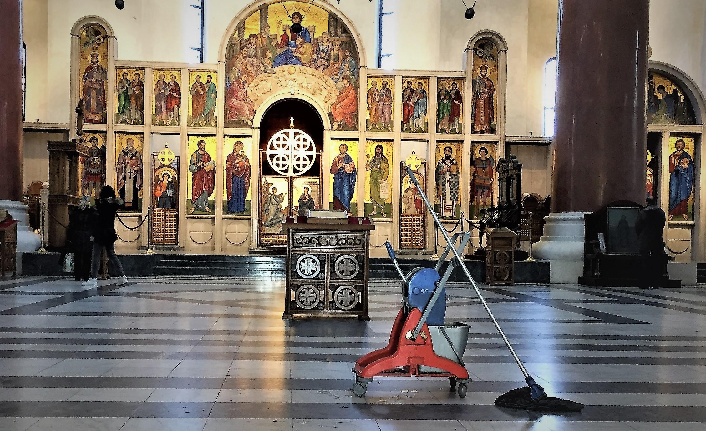 Die orthodoxen Kirchen sind schöne Orte für die Ruhe. Und hier auch noch frisch geputzt.