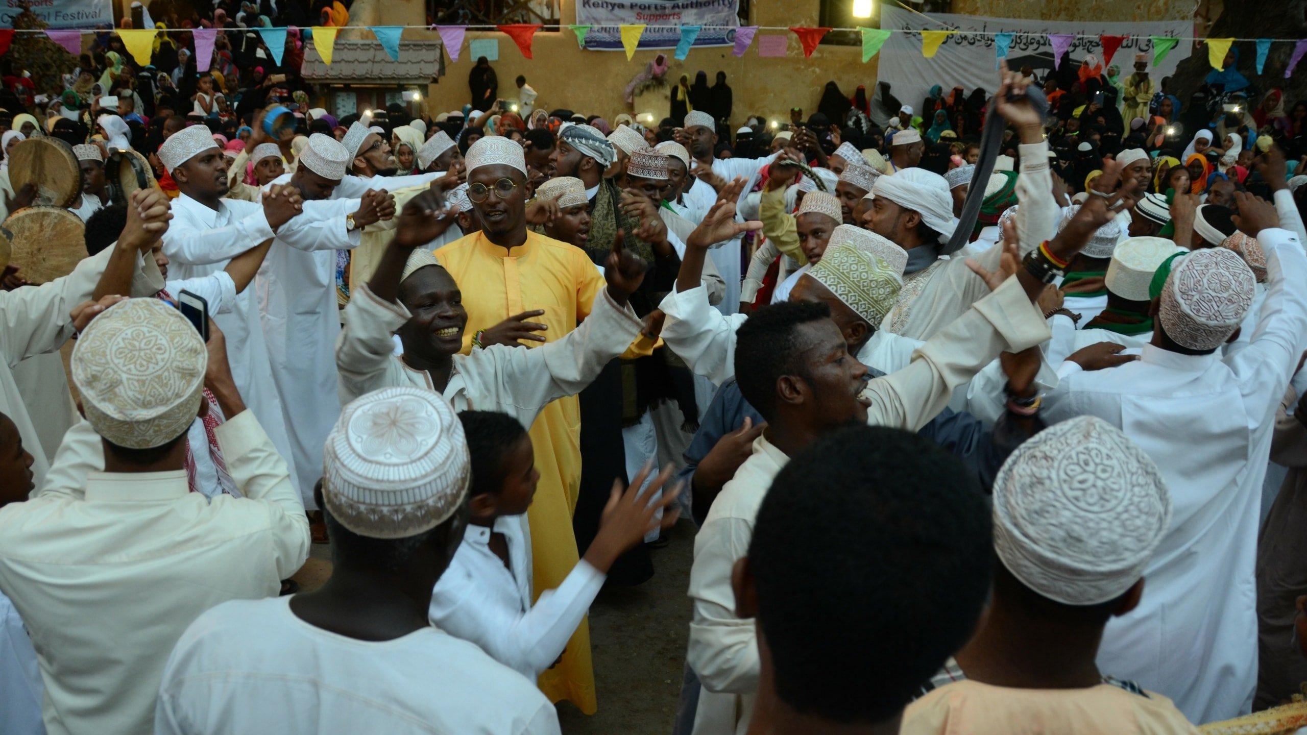 Muslime feiern in Lamu den Geburtstag des Propheten Mohamed mit einer Prozession.