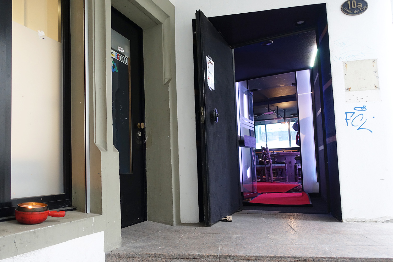 Eingang zum Lokal im ehemaligen Nachtclub «Du Pont».