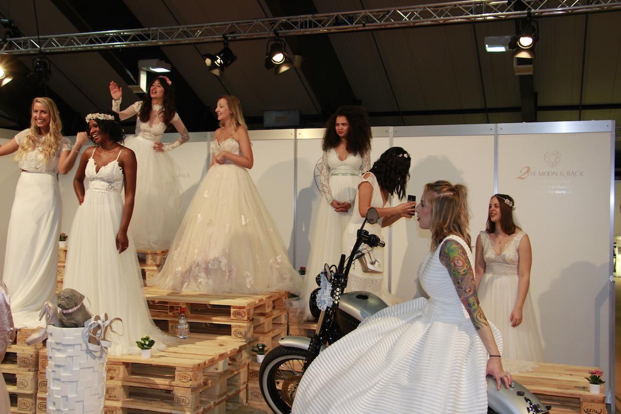 Aufmarsch der Brautkleid-Schau.