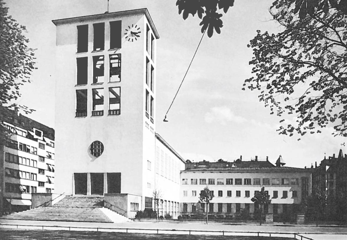 Die Lukas-Kirche (historische Ansicht) der Reformierten Kirche Luzern wurde zwischen 1933 und 1935 von den renommierten Luzerner Architekten Alfred Möri (1880-1936) und Karl-Friedrich Krebs (1880-1945) erbaut.