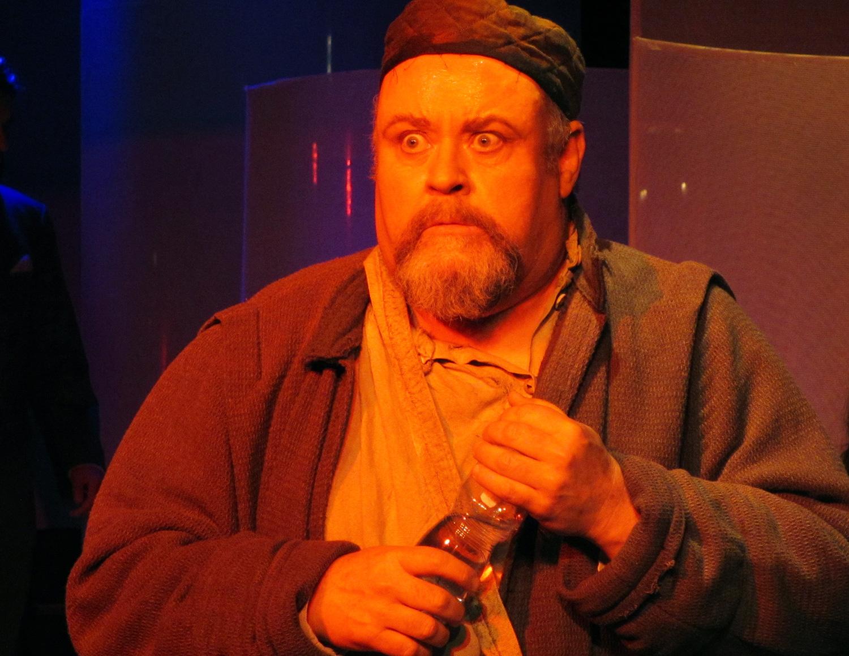 Der Präsident der Zuger Spiillüüt Rémy Frick verkörpert den umtriebenen Wasserverkäufer Wan mit toller Mimik.
