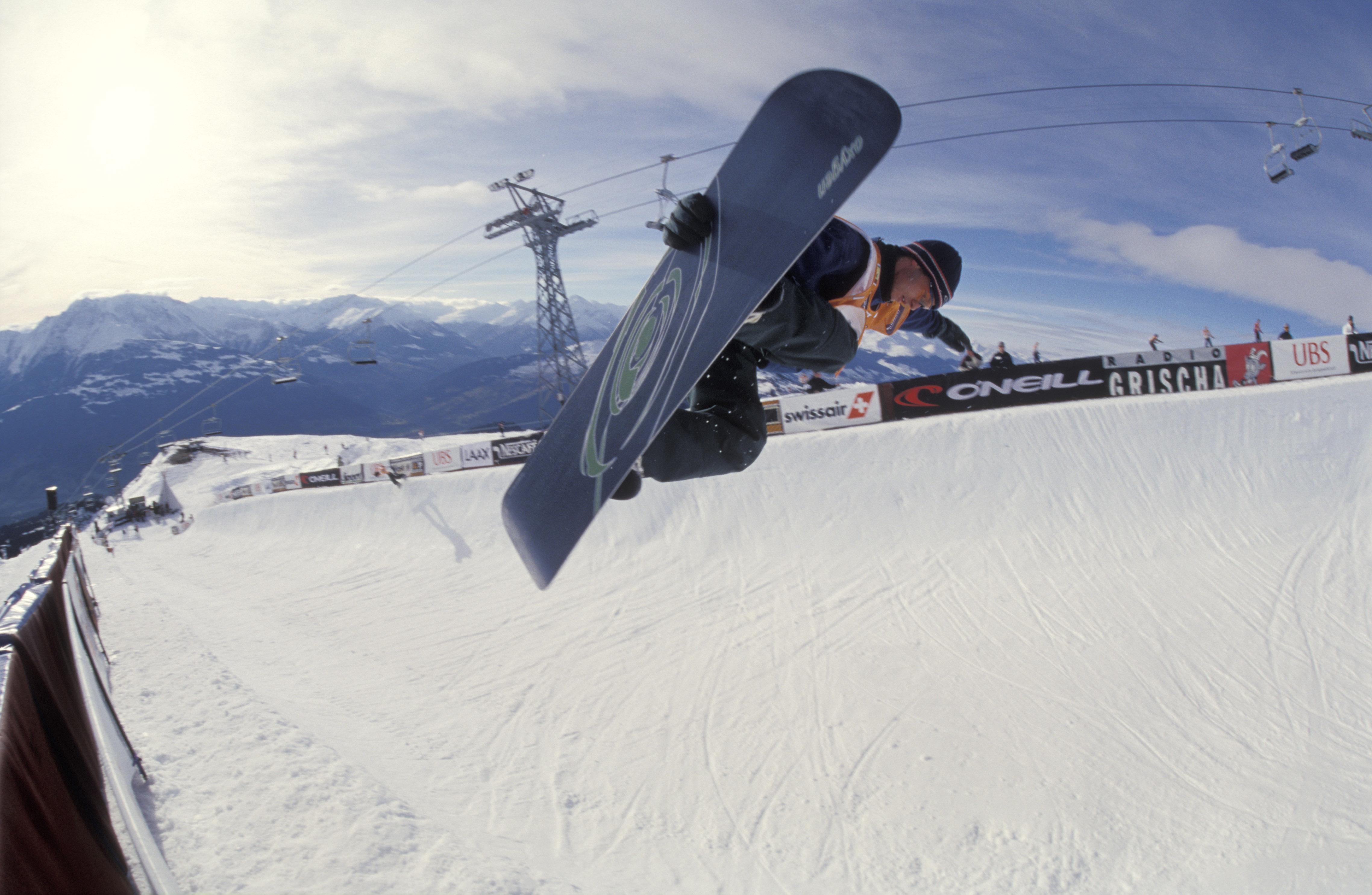 Snowboard World Series in Laax. Ein Trick mit einem Grap