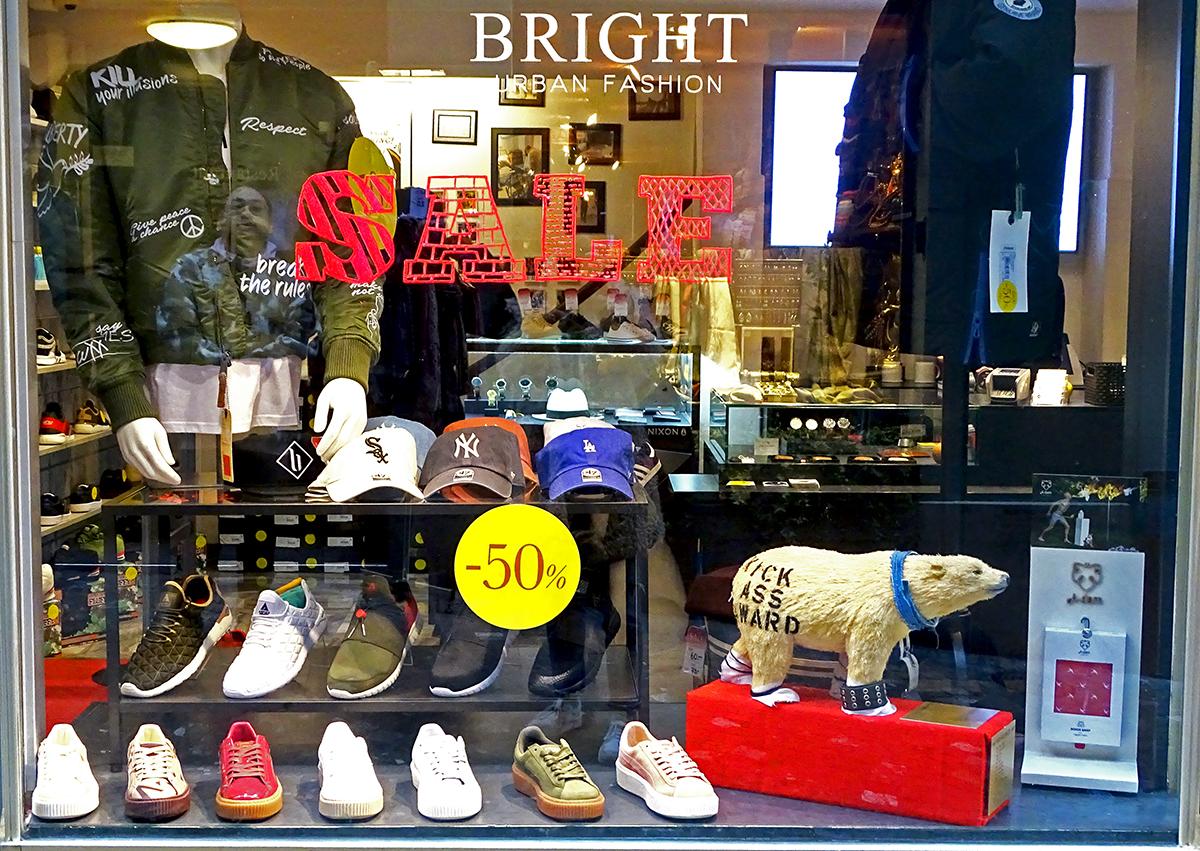 Knut, der Wanderpokal, weilt derweilen im Schaufenster des «Bright Fashion» Store in der Eisengasse in Luzern. Einen kalten Entzug mache er da, erklärt Yaimondo. Die letztjährigen Sieger haben ihn gewarnt, dass Knut stark Nikotin- und THC-abhängig geworden sei.