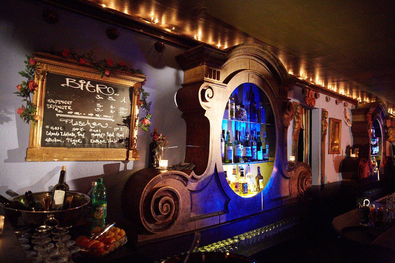 Die liebevolle Einrichtung seiner Bars ist noch heute legendär – hier die Bar 59.