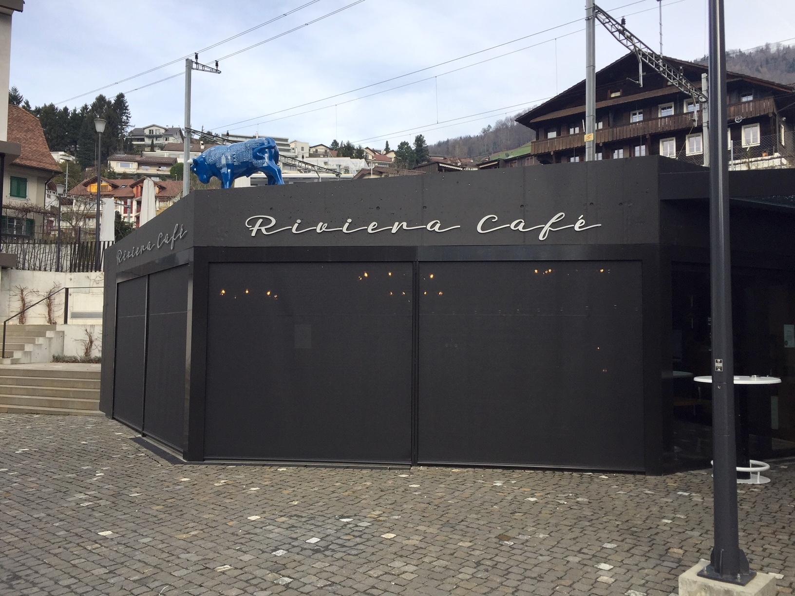 Noch sind die Läden unten. Am 2. Februar feiert man im Riviera Café Eröffnung.