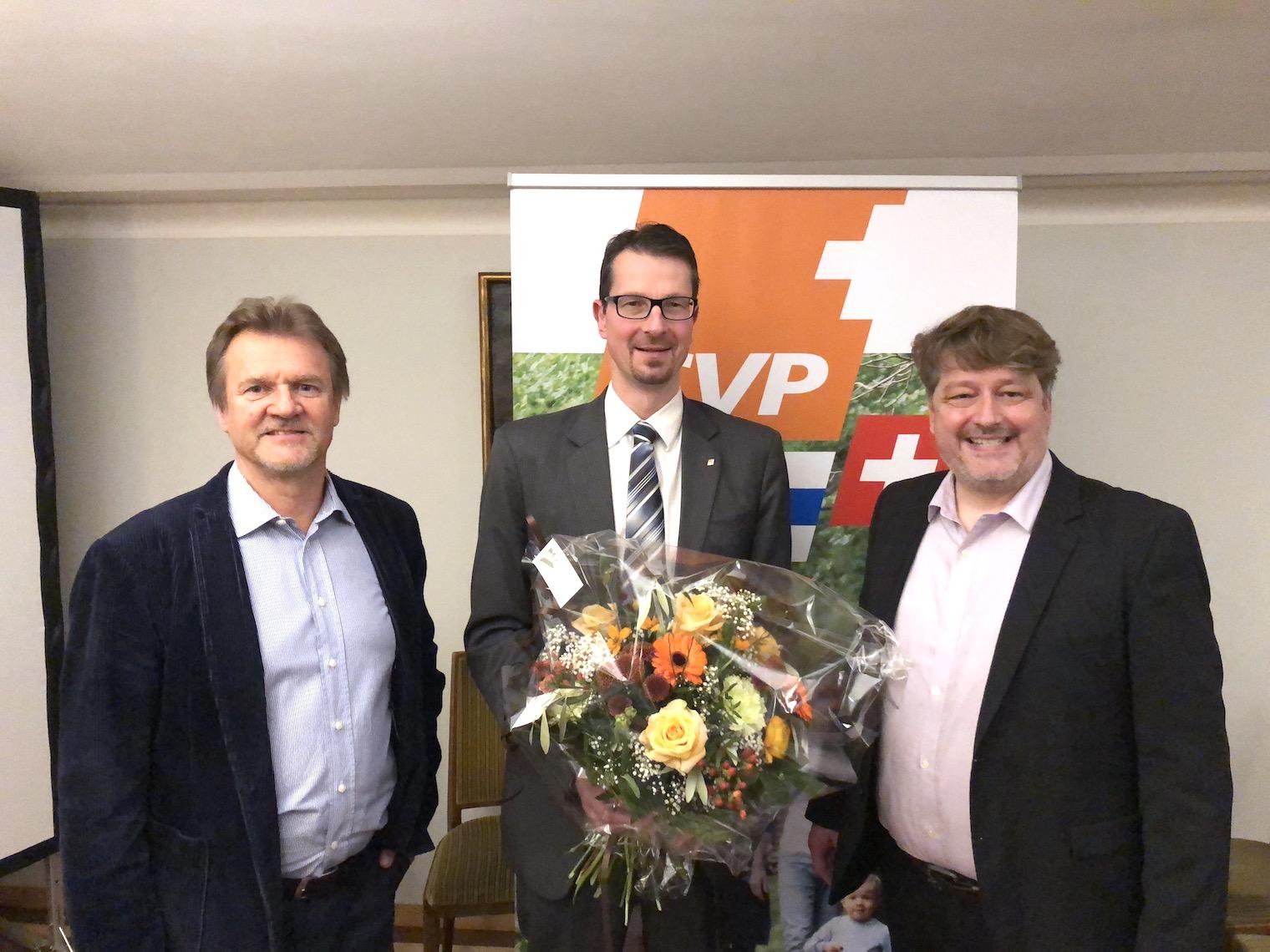Benny Elsener, Präsident der CVP der Stadt Zug (links), Stadtrat Urs Raschle und CVP-Wahlkampfleiter Niklaus Huwyler.