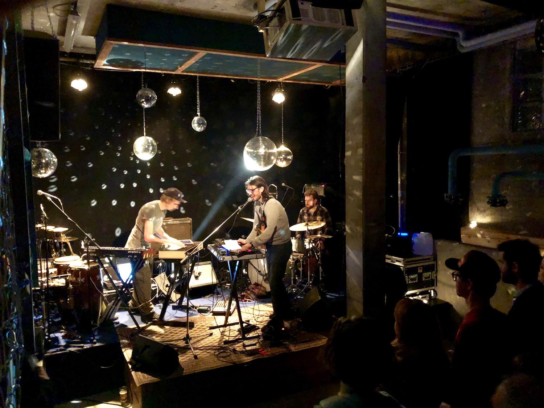 Die Vorband am Donnerstag: Moving Target mit Patrik Zosso (links), Mitch Gsell und Arno Troxler (rechts).