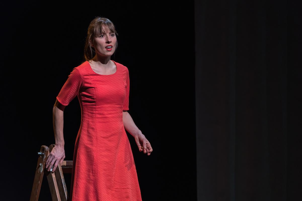 Die Frauen und die Töchter werden von einer einzigen Darstellerin gespielt: Pascale Pfeuti.