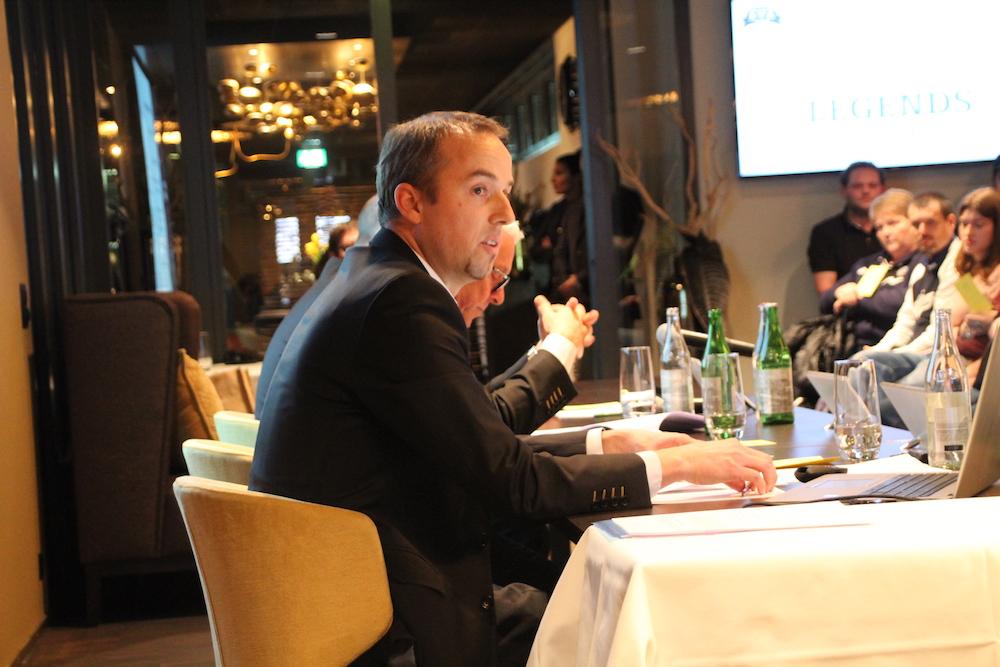 EVZ-CEO Patrick Lengwiler versuchte die Nordkurve-Fans von der Vernunft der Statutenänderung zu überzeugen.