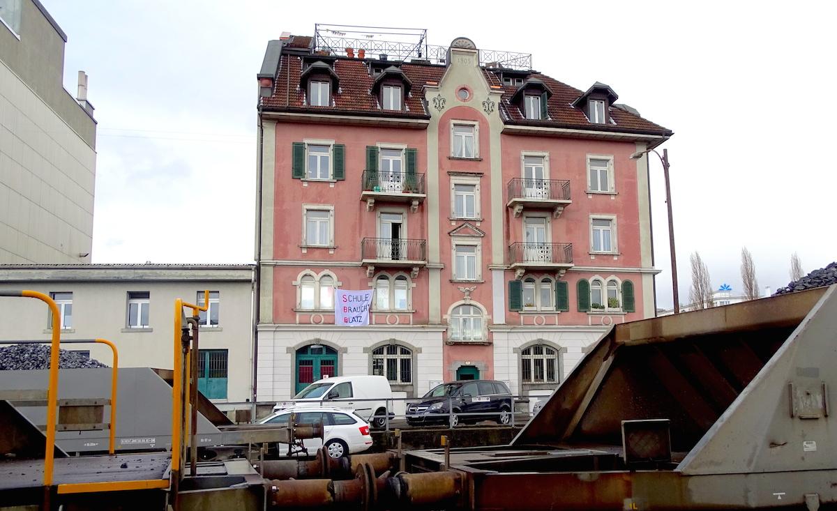 Das Gebäude an der Güterstrasse 7.