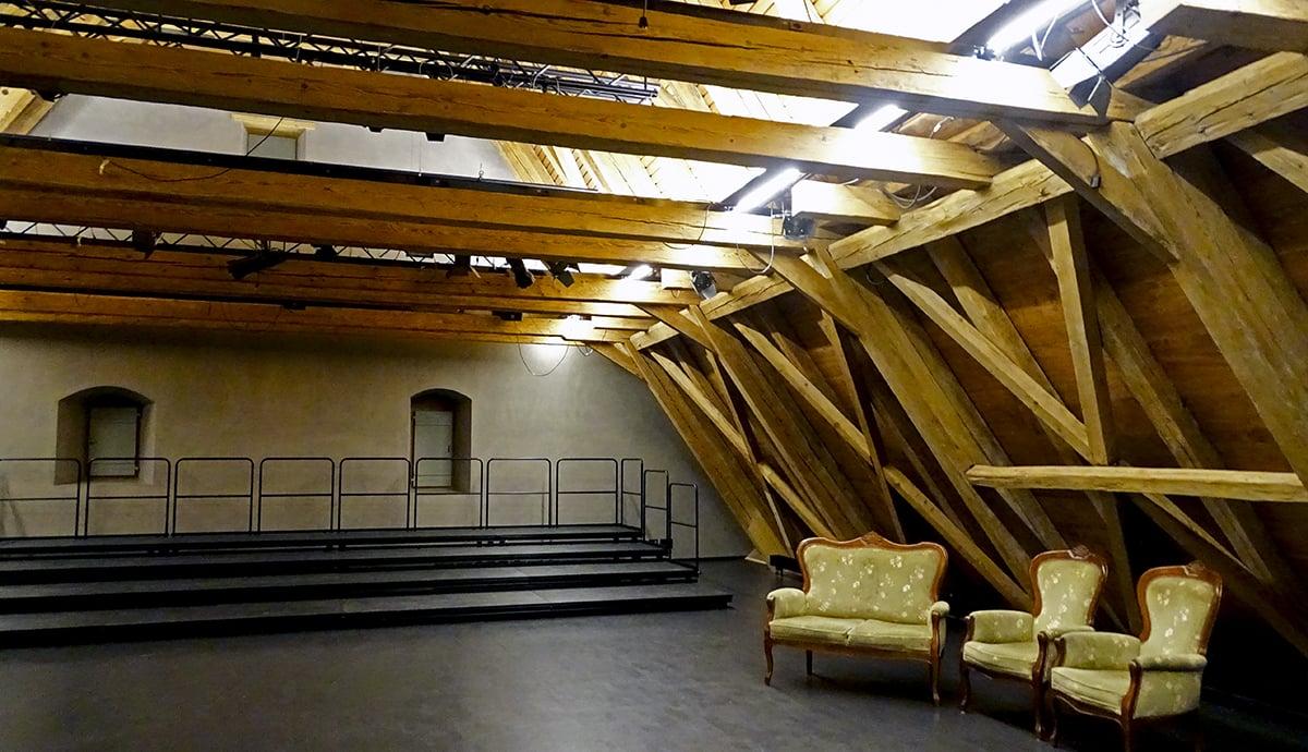 Der Theatersaal des Stiftstheaters Beromünster – hier jedoch unbestuhlt. Auch die Bühne war zu dem Zeitpunkt abgebaut.