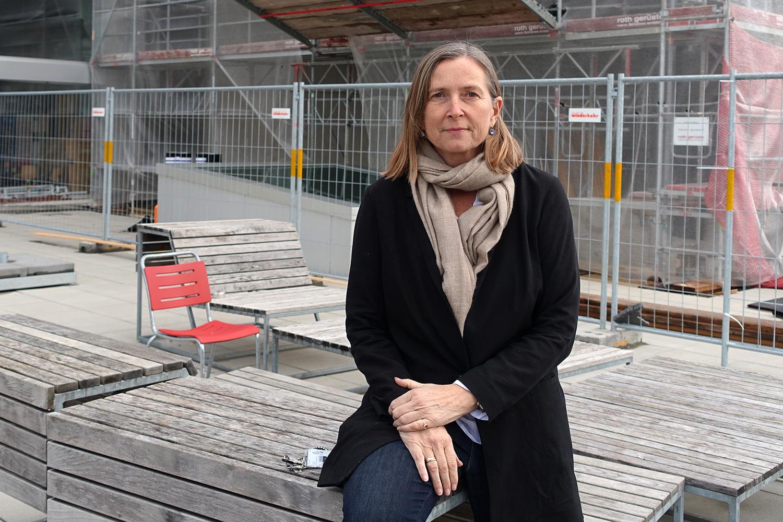 «Eine gigantische Baustelle»: Gabriela Christen auf der Terrasse der Hochschule.