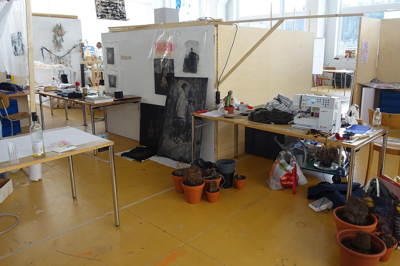«Favelas»: In diesen Nischen haben die Studierenden ihre Ateliers eingerichtet.
