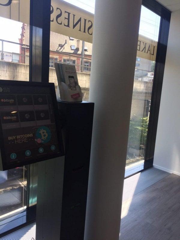 So sah er aus: Der Bitcoin-Automat im Lakeside Business Center in Zug, bevor er entwendet wurde.