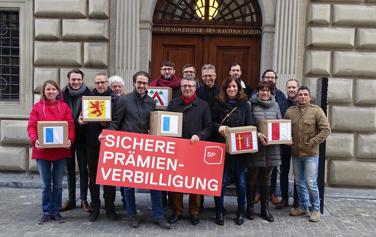 Insgesamt reichte die SP Kanton Luzern 5'640 Unterschriften für die sichere Prämienverbilligung ein.