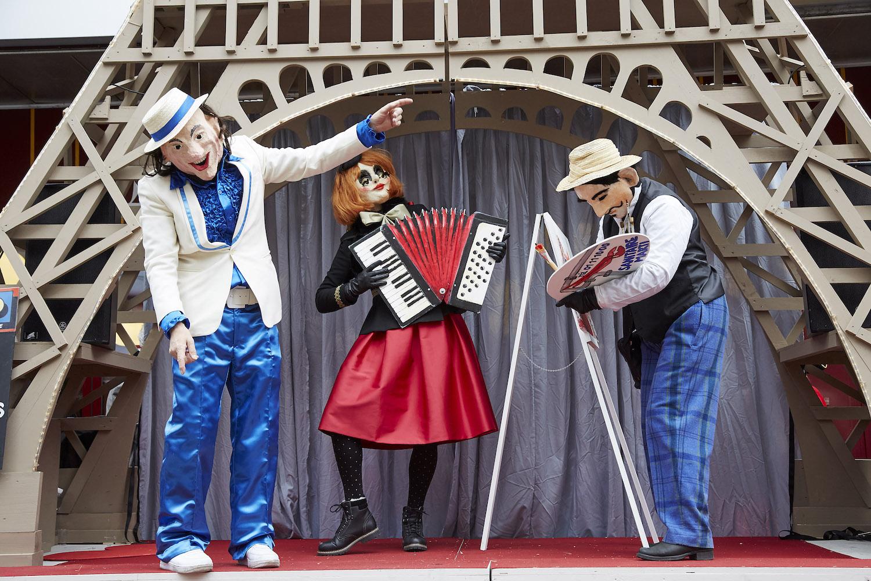 Die Gruppe «Domus» präsentiert ihr Theater an der Fasnacht 2016.