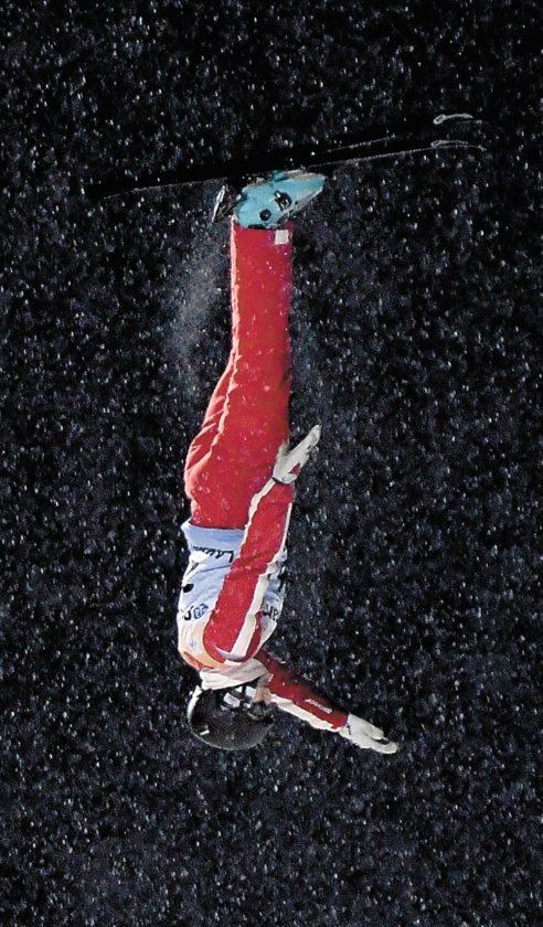 Für die Skiakrobaten beginnen die Salti und Schrauben in 15 Metern Höhe.