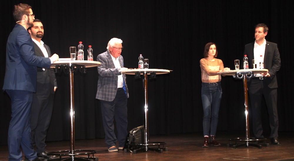 Fünf auf einen Streich: Das Podium im neuen Steinhauser Gemeindesaal mit Moderator Alfons Spirig (Bildmitte).