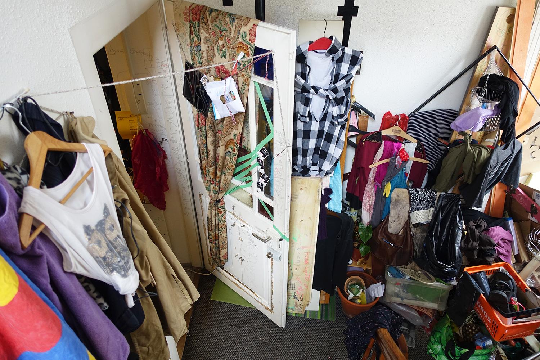 Auch das Treppenhaus gehört zur «Ausstellung» – Irène Zappa nennt es ihre Vergangenheitsbewältigung.