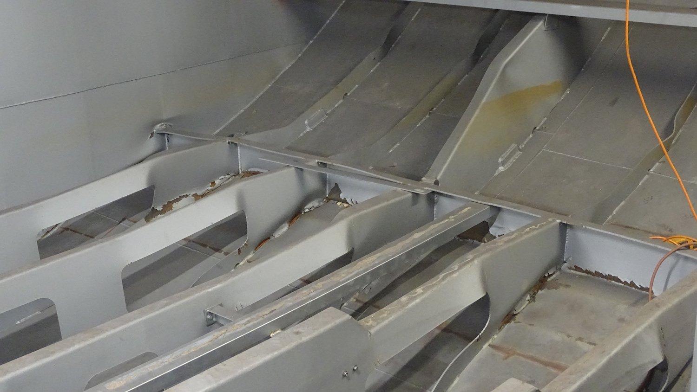 Dutzende Stahlträger wurden verbogen. Sie müssen alle ersetzt werden.