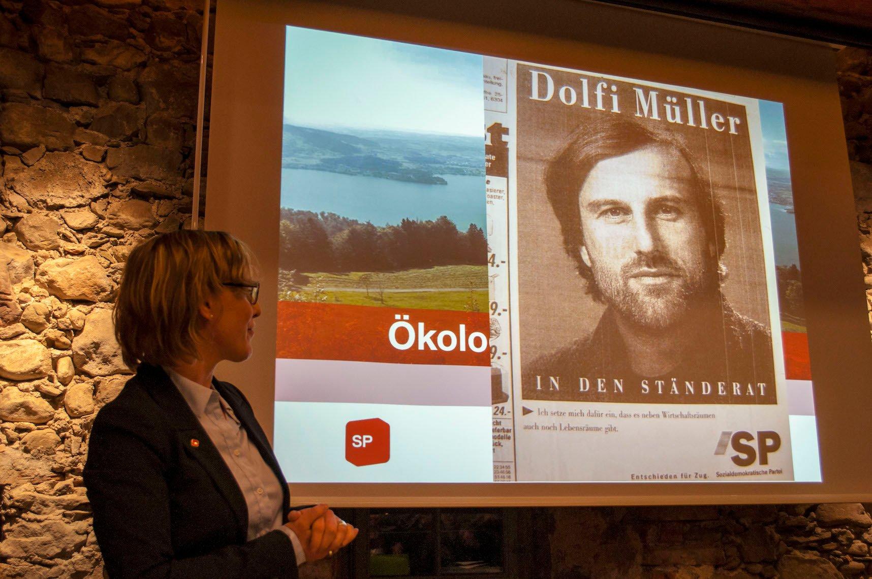 Grosse Fusstapfen: Barbara Gysel vor einem alten Wahlplakat von Dolfi Müller, den sie beerben will.
