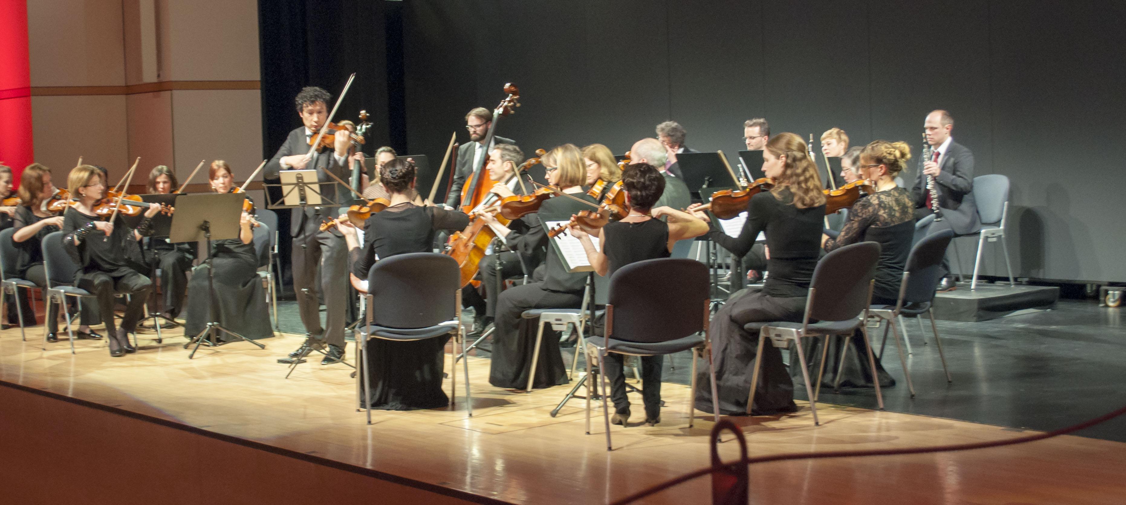 Am Werk: Daniel Dodds und die Zuger Sinfonietta.