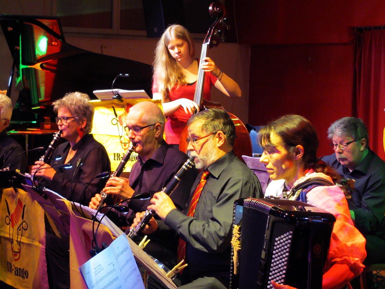 Konzentriert bei der Sache: Musiker von UR-Tango.