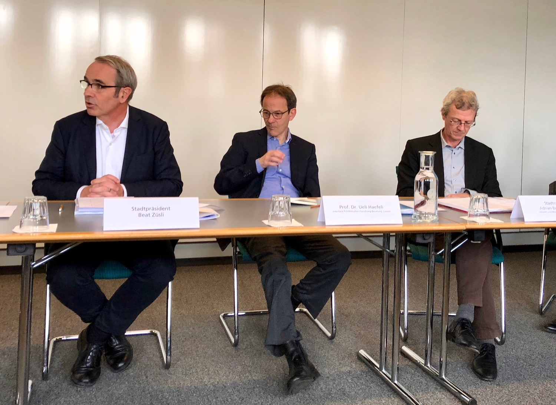 Von links: Stadtpräsident Beat Züsli, Studien-Autor Ueli Haefeli und Stadtrat Adrian Borgula.