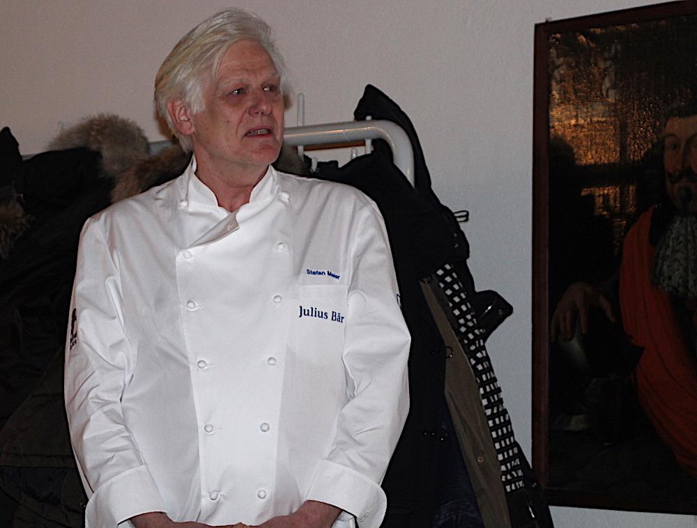 Stefan Meier vom Zuger Gatshaus Rathauskeller verköstigte bei der Programmpräsentation die Gäste und stellte die einzelnen Köche des Genuss-Film-Festivals vor.