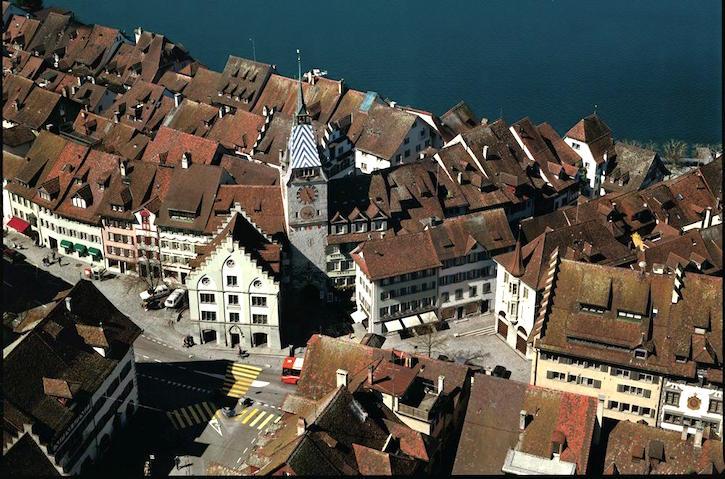 Unerwarteter Geldsegen für die Stadt Zug: Dank einem Millionengeschäft fällt die Jahresbilanz für 2015 äusserst erfreulich aus.