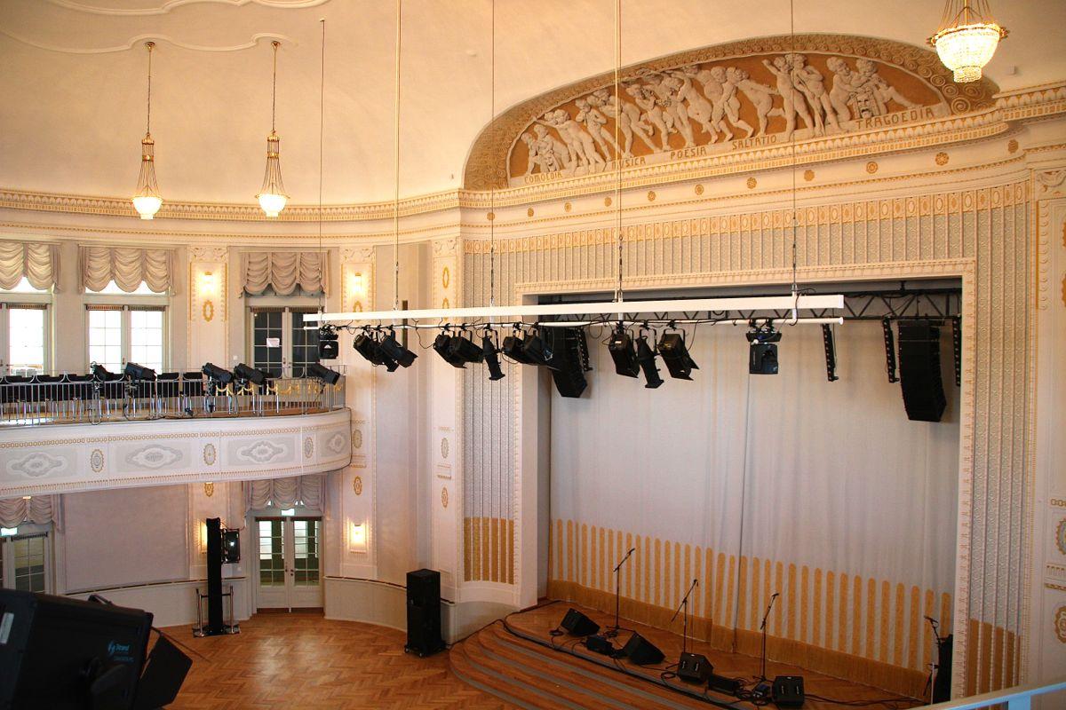 Der aufwändig renovierte Festsaal aus dem 1909 eröffneten Altbau von Dagobert Keiser.