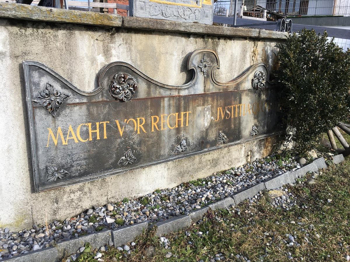 «Macht vor Recht» – die Botschaft Achermanns an die Behörden.
