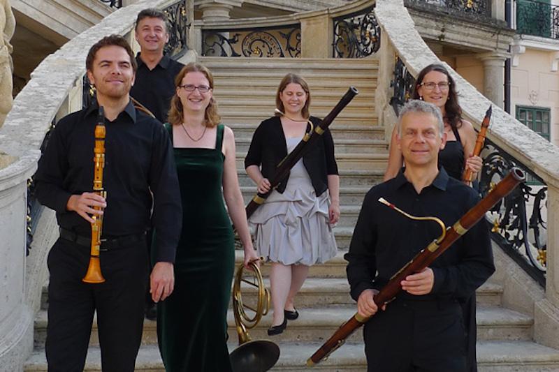 Stefan Buri (vorne rechts) leitet das 1990 gegründete Ensemble der Zuger Kammer Solisten.