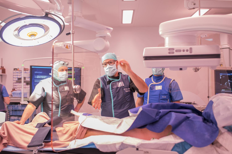 Die Technik erlaubt es den Chirurgen, direkt während des Eingriffs Kontrollen via Bildern durchzuführen.
