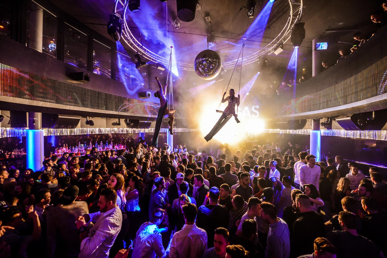 Clubs haben die Möglichkeit, auf sinkende Zahlen zu reagieren, indem sie Firmenanlässe durchführen – und die Showelemente während dem Anlass einbauen.