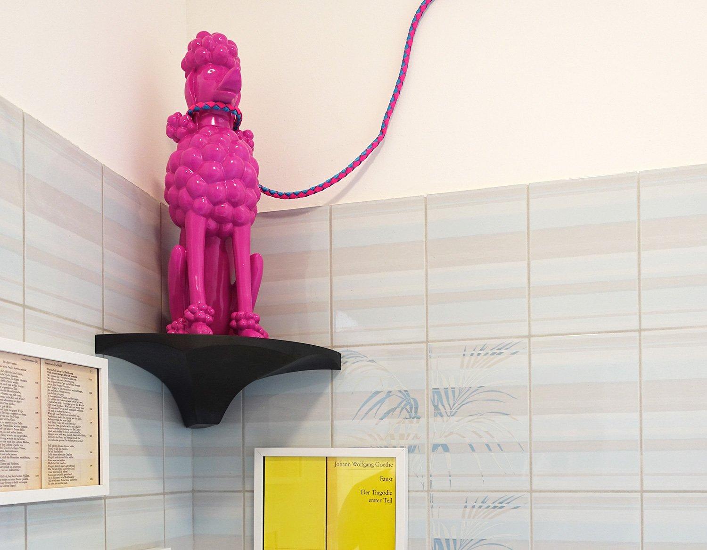 Kunst von Nina Staehli setzt witzige Akzente, wie hier im Badezimmer.