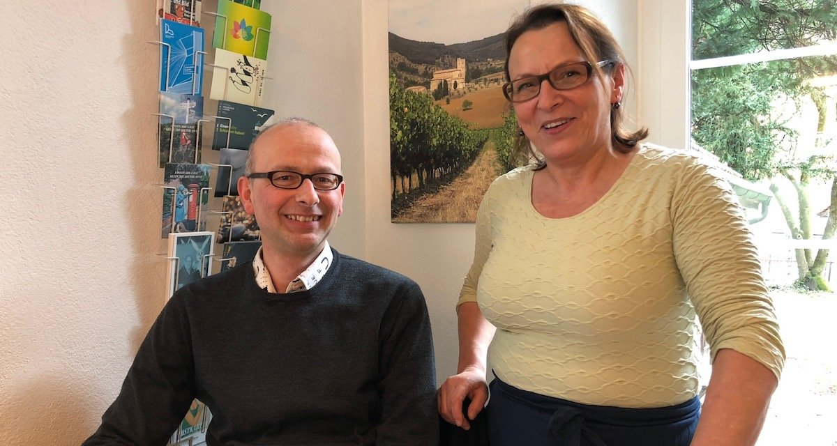 Mann des Volkes: Michael Töngi mit «Ambrosia»-Köchin Silvana Votta.