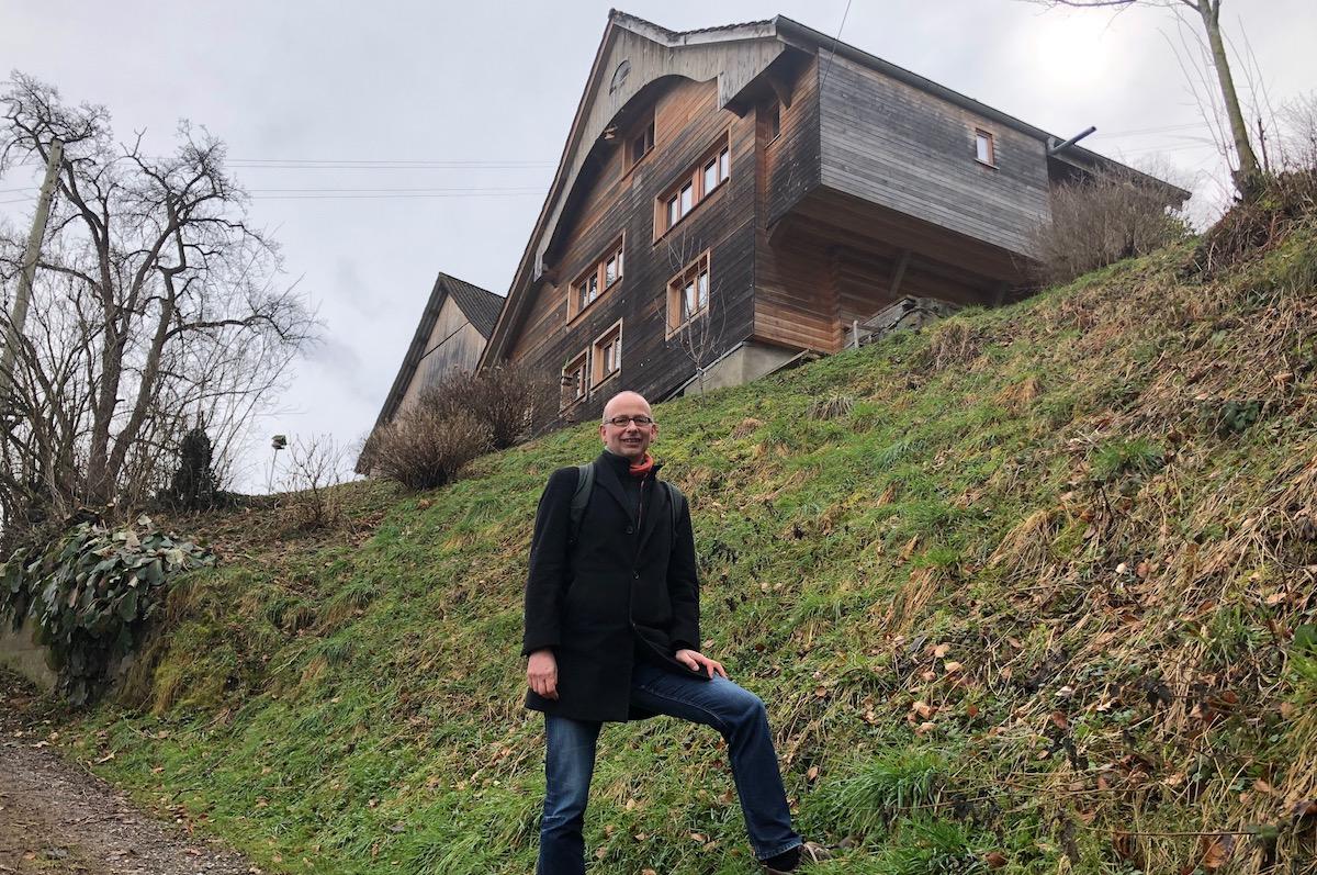 Am Schattenberg: Hoch über dem Krienser Schlund wohnt Michael Töngi in einem 500 Jahre alten Haus.