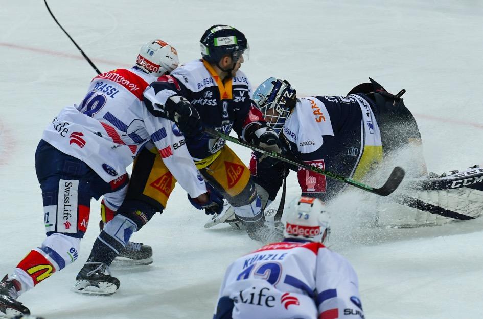 Umkämpfte Playoffpartie in Zug.